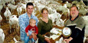 Saanenhof-Heeze-familie-Wanders-met-geiten